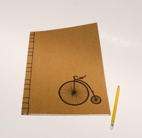 'Velocipéd'.  A/4-es méretű füzet. Kézzel fűzött, kézzel rajzolt régi bicikli; natúr borító, Meska