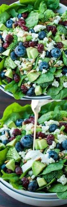 salade de myrtilles, brocoli, épinards, cranberies,..