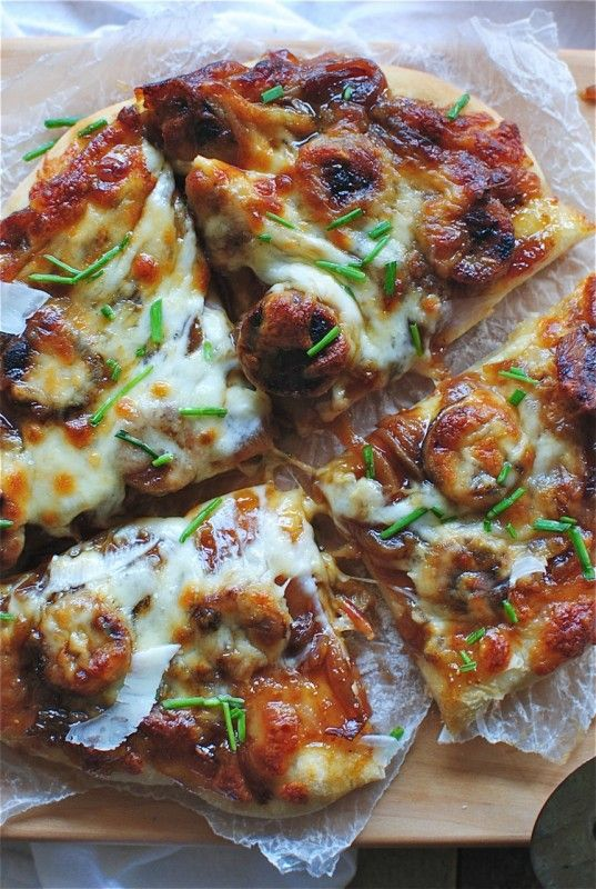Pizza with Fig Preserves, Caramelized Onions and Chicken Sausages / Bev Cooks