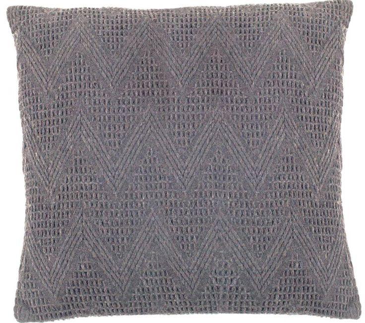 Dit grijze, gehaakte kussen van wol maakt je huis gezellig! -50x50- Goossens wonen & slapen
