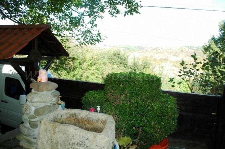 Vakantiewoning (150 m2) met 3 slaapkamers in Tabachka  Te koop: nieuw houten huis met 3 slaapkamers in Tabachka. Deze vakantiewoning bevindt zich in Tabachka, een zeer rustig gelegen dorp met heel veel natuur in de Ruse provincie(centrale noorden van Bulgarije). Het landschap is er ongerept en heuvelachtig met rotsformaties. De uitzichten zijn er...