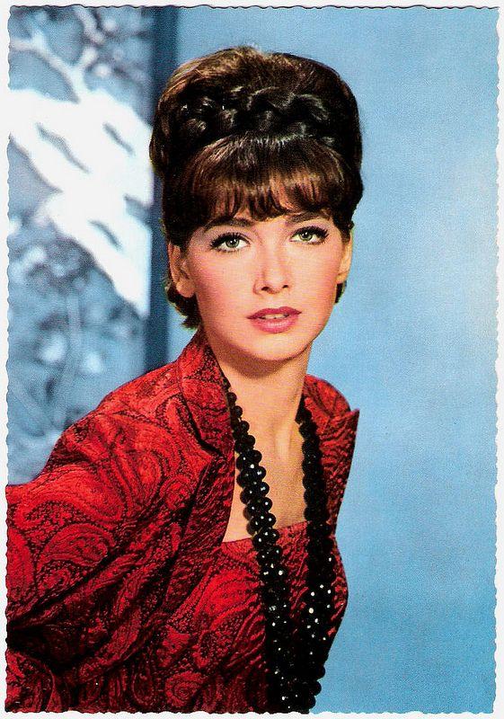 Suzanne Pleshette. German postcard by Krüger, no. 902/14. Photo: Terb Agency.