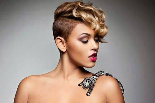 Short Blonde Hairstyle African American Women Black-Women-with-Sho