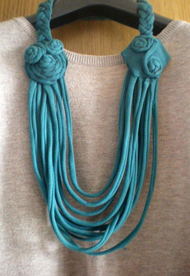 Come fare una collana da una vecchia T-shirt   http://www.unadonna.it/casa/creare-una-collana-da-una-vecchia-t-shirt/12825/