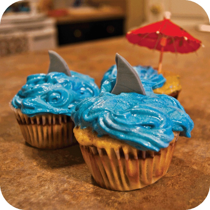Shark Cupcakes.....These would be awesome for a Jimmy Concert/Margaritaville-themed party.