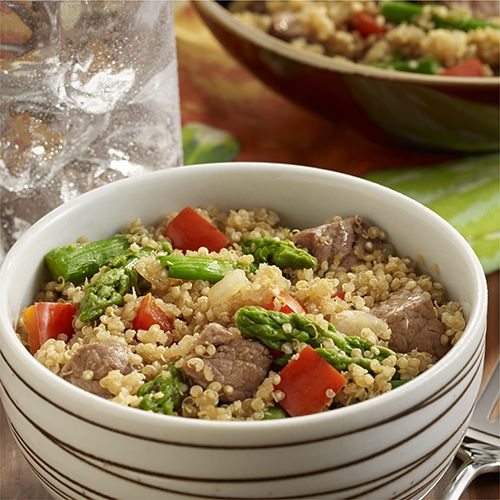 Steak and Asparagus Quinoa Bowl: Easy quinoa recipe combines cooked quinoa with tender pieces of beef, asparagus and bell pepper for a healthier main dish