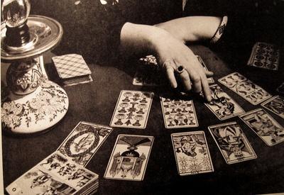 Tarot reader's hands are full of energy...(was the original pin..) I call bullshit  he he he