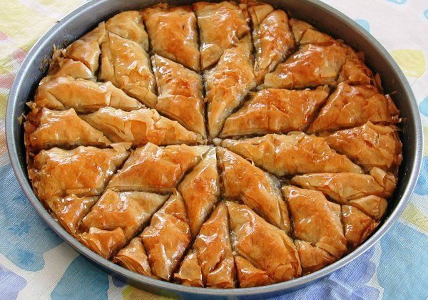 Κανταΐφι γιαννιώτικο... Νοστιμότατο σιροπιαστό γλύκισμα με καταγωγή την Ήπειρο, απ' όπου και το όνομά του, που έχει κατακτήσει όσους αγαπούν τα σιροπιαστά.