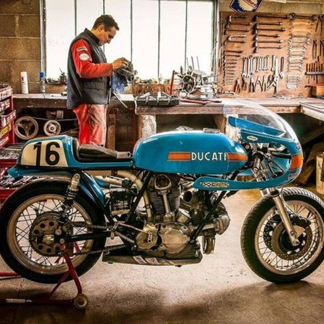 Blue Pearl Ducati 750SS round case