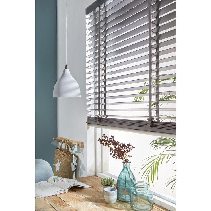 Houten jaloezieën geven een rijke uitstraling aan je woning en zijn echte sfeermakers! #wonen #raamdecoratie #hout #interieur #kwantum