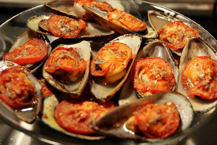 Запеченные мидии халапеньо с помидорами и чесноком рецепт – основные блюда. «Афиша-Еда»