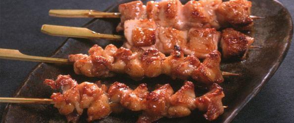 Yakitori significa pollo alla griglia ed è un piatto giapponese molto popolare, particolarmente richiesto nei festival estivi dove viene venduto nelle bancarelle.