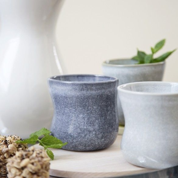 Mano is made of hard-wearing stoneware, so you can use Mano all the time - either everyday or when friends are visiting.