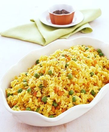 Easy Spanish Yellow Rice ~ Heat 2 tsp oil in a medium saucepan on medium-high heat. Add 2 Tbsp shallots & 1 clove minced garlic & cook until they start to brown, around 2-3 minutes. Add 1 1/2 cups rice, 2 1/4 cups chicken broth, 1/2 tsp turmeric, 1 tsp salt, & 1/2 cup frozen peas. Bring to a boil, reduce heat to medium-low, cover, & simmer 20 minutes. Remove from heat & let sit for 10-15 minutes. Fluff with fork. . . . ღTrish W ~ http://www.pinterest.com/trishw/  . . . .