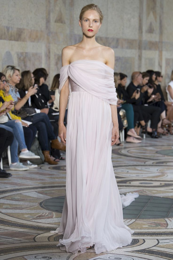 Giambattista Valli Fall 2017 Couture Fashion Show - Kirin Dejonckheere