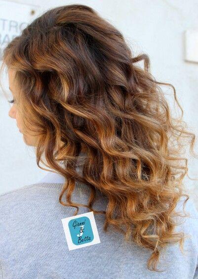 Il mio vero colore dei capelli era una specie di biondo scuro. Adesso ho i capelli che variano a seconda dell'umore. (Julia Roberts) #cdj #degradéjoelle #tagliopuntearia #monterotondo #igers #degradè #musthave #oodt #hair #mentana #hairstyle #haircolour #longhair #hairfashion #madeinitaly