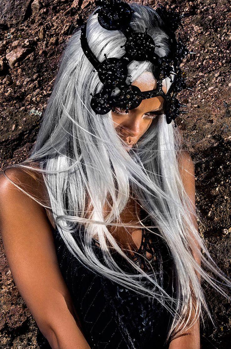 Rihanna with silver grey hair. ❤ ℒℴvℯly