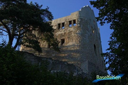 Ruine Homburg in Läufelfingen, im Homburgertal.