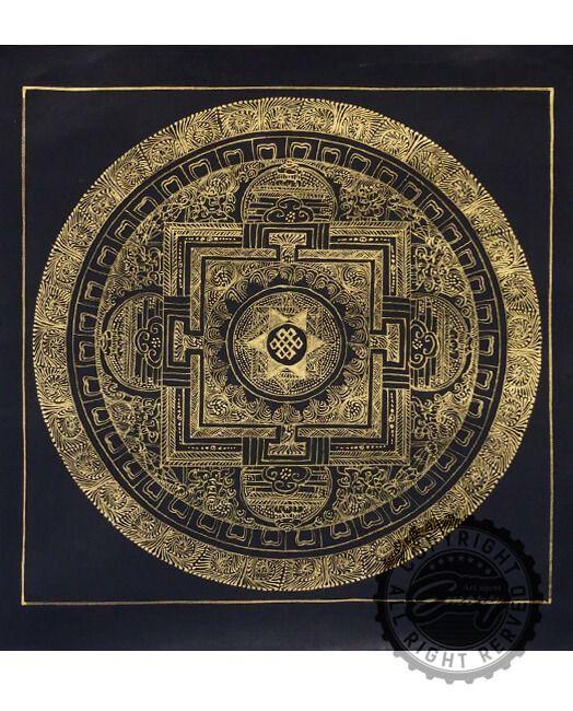 SM-04-1 曼荼羅(まんだら)とは宗教における宇宙観を指す広義な意味ですが、日本では仏教の世界観を表現した絵画等のことを「曼荼羅」とするのが一般的です。 言葉では表すことが難しい世界観や教えが図案の中に込められています。 西洋アートにはない色使いと、一見カオスとも取れる、圧倒的で緻密な世界観と情報量は見事の一言です。 信仰はなくとも、日本人の心に宿った宗教観はインテリアとして取り入れても違和感なく取り入れることが出来るのではないでしょうか。 現代の多種多様なアート製品の中に、アートの原点とも入れる宗教画をインテリアに取り入れることにより、クールで洗練された空間を演出できることでしょう。