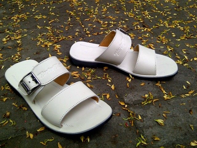 Leather sandal White colour Www.grosirtaskulit.com