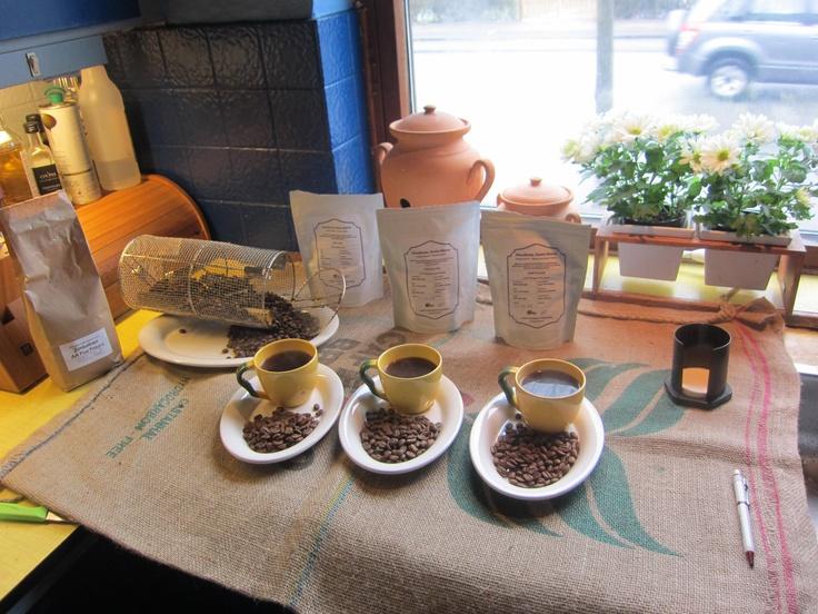 Tasting Honduras, Santa Marta as natrual, wshed and honey processed from Greatcoffe.dk. And roasting Zibabwe AA Plus Pezuru.