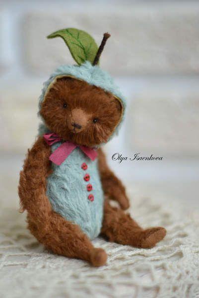 I'm an apple By Olya Isaenkova - Bear Pile