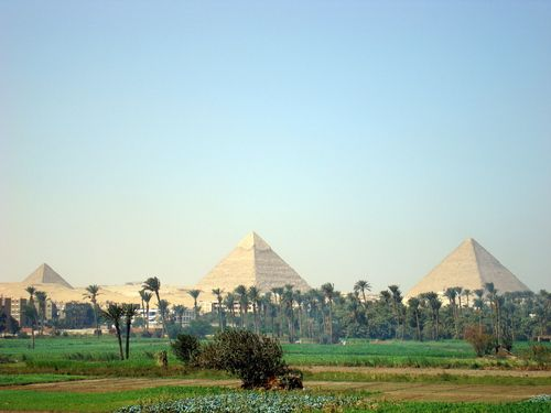 an analysis of the mystery of who built the egyptian pyramids Mystery solved: archaeologists uncover who made the great pyramid of giza  the pyramids were ordered to be built by pharaohs, who would recruit high-ranking architects and engineers to oversee .