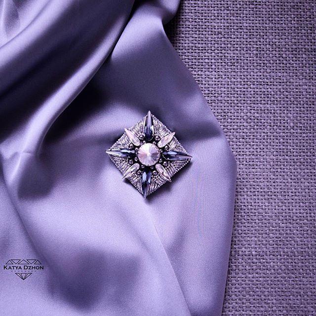 """Брошь """"Elizabeth"""", из серии орденов, эксклюзивно для @kseniaavakyan , выполнена из кристаллов Swarovski, канители и гематита. В наличии(!), в шоуруме @kseniaavakyan  #kseniaavakyan  #kseniaavakyan #katyadzhon #fashion #style #moscow #msk #handmade #greenbirdme"""