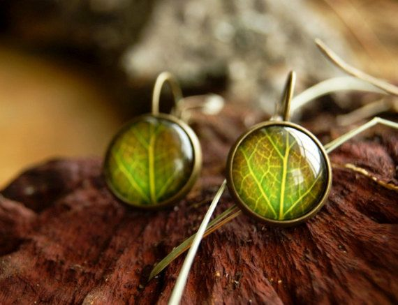 Green leaf french lock glass dome 14 mm earrings by InviolaJewerly