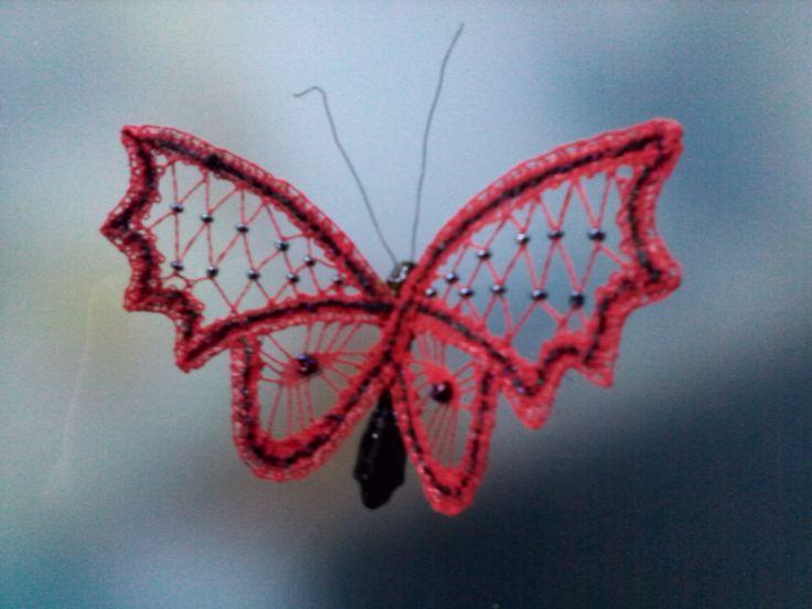 Vlinder op papieren klosje