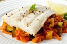 Branzino al forno con verdure http://www.gustissimo.it/ricette/pesce/branzino-al-forno-con-verdure.htm
