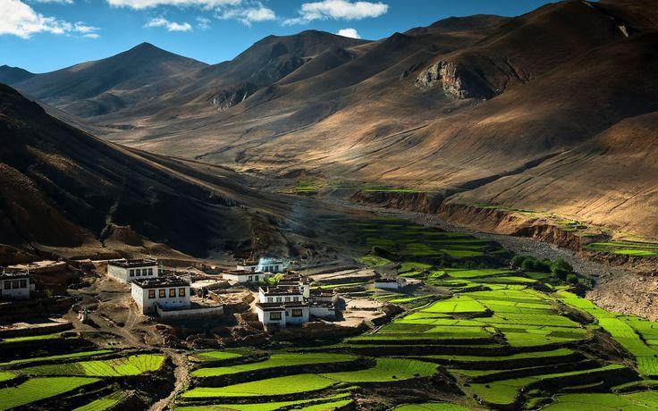 Деревня в Тибете  #travel #travelgidclub #путешествия #traveling #traveler #beautiful #instatravel #tourism #tourist #туризм #природа #пейзаж #деревня #горы #Тибет