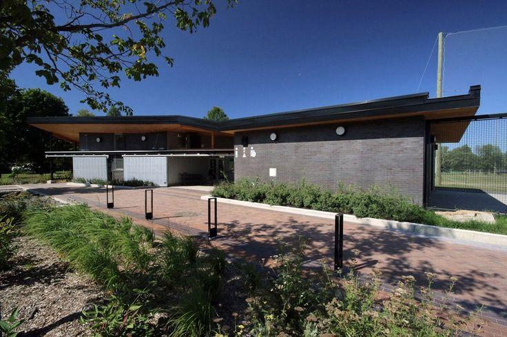 GOLF WELCOME PAVILION AT MAISONNEUVE PARK BY CRJ ARCHITECTURE  #architecture #design #golf