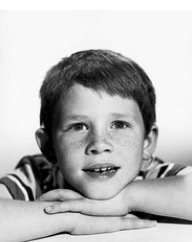 Who is this cute little boy? He  is an American film director, producer and former child actor. He came to prominence playing Opie Taylor in the sitcom The Andy Griffith Show for eight years, and later the ... Born: March 1, 1954 (age 59), Duncan, OK Spouse: Cheryl Howard (m. 1975) Children: Bryce Dallas Howard, Paige Carlyle Howard, Jocelyn Howard, Reed Howard  do you recognize him? Ron Howard