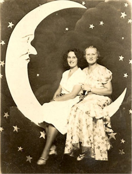 paper moon vintage The paper moon a blog dedicated to pursuing femininity through vintage beauty and fashion home about history  i've personally not had this happen, but i know other vintage bloggers.