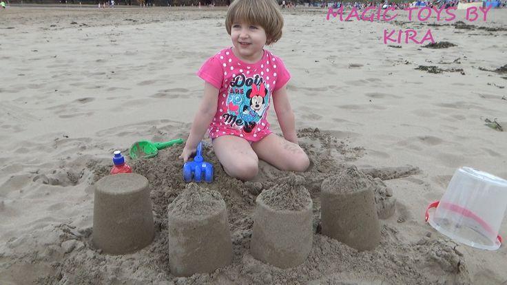 отдых на океане делаем куличики на пляже Ирландии ballybunion beach ireland