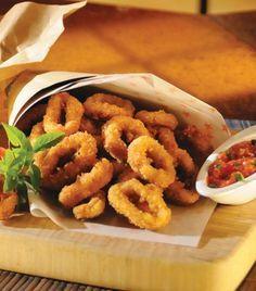 Calamares fritos con salsa de tomate