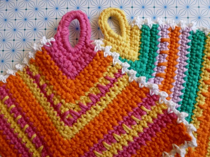 "Franciens crocheted: Potholder / pot (with simple pattern).  Will need to translate and use your wit to get the ""gist"" of what the stitches are, but not impossible to do!  These are so pretty!  I love them.  Would certainly brighten up any kitchen!!"