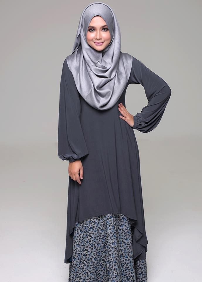 Hijab Fashion 2016/2017: Sélection de looks tendances spécial voilées Look Descreption Muslimah Grey Fishtail Dress