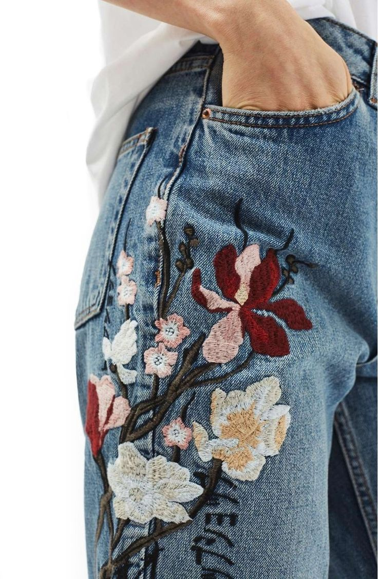 Japanese letters discreetly brand these relaxed and tapered high-rise jeans perfect for spring cherry-blossom watching.