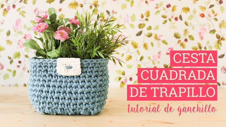 Aprende a hacer una cesta cuadrada o rectangular con trapillo con este vídeo tutorial paso a paso. Un cesto ideal para el maquillaje o incluso como maceta.