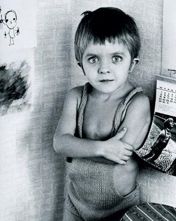 David Bennent âgé de quatre ans dans la maison de son père à Berlin-Ouest.