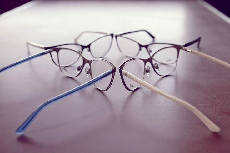 Occhiali da vista WE5166. Montatura da donna che presenta una silhouette a gatto ampia e di tendenza. Le combinazioni cromatiche sono tutte a contrasto per un interessante gioco di colori tra frontale in metallo e aste in acetato. #eyewear #eyeglasses #eyeglasses