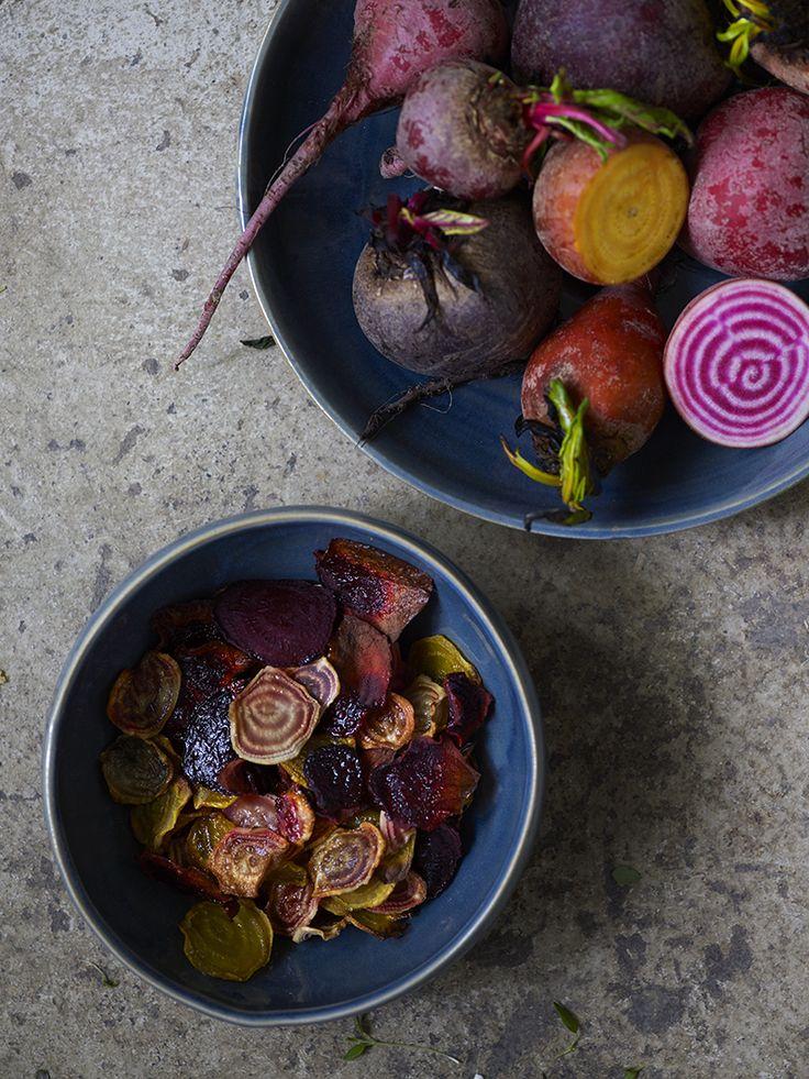 Bilde av beter og betechips. Food styling. Styling: Kjersti Edvartsen. Foto: Monica F. Johannessen.