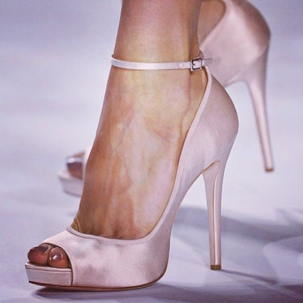 www.thechicadvisor.com #thechictweet #thechicadvisor #glamour #followthechic #fashion #shoes #shoesaddicted #photooftheday #ilovepink # pink #chic