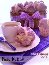 Bolu kukus / Indonesian steamed cupcakes   I love purple colored food