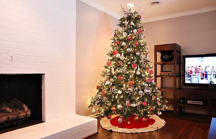 17 best images about gold christmas tree decor on for Red gold christmas tree decorating ideas