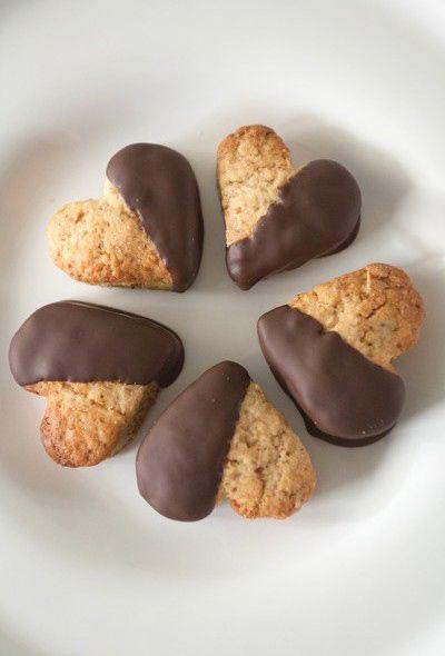 Biscotti ricoperti di cioccolato (ricetta vegan) senza burro e senza uova