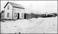 Fort Calgary attracted settlers and business people.