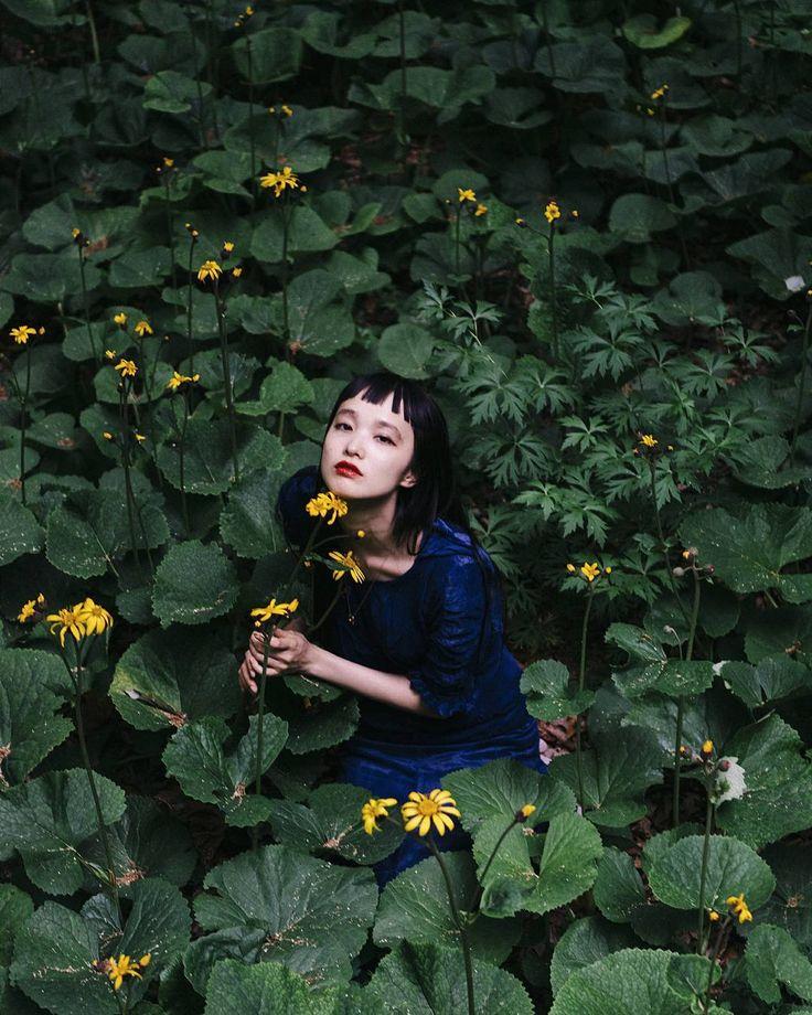 In 那須塩原 パリで買った20'sのドレスを着て シルクのベルベット 年を重ねた生地のなんと美しいことか (屈んだ際にビリっといきました御愛嬌) 囲まれているのはトリカブト 着用している色はオニキス どんな場面にもマッチする色 So many flowers blooming beautifully! #二期倶楽部 #amulettedecartier #unlockyourwish #スタジオアミュレット #vintagestyle #マンナミトグラフ by nijihan